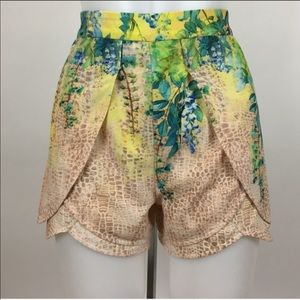 Bebe High waisted floral tulip shorts back zipper